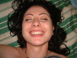 Ejaculation faciale pour une libertine exhib en photo 026
